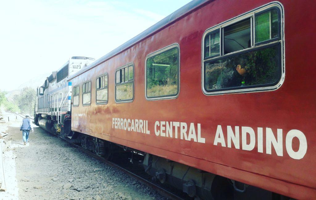 Tren del ferrocarril central andino