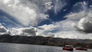 Cielo maravilloso en la laguna de Paca