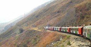 Tren atravesando la montaña