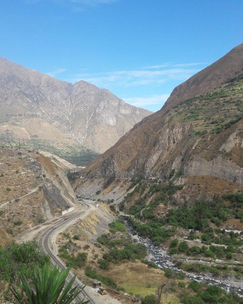 Tren Lima a Huancayo: Paisaje de la sierra