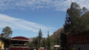 Tren Lima a Huancayo: paisaje en San Bartolomé mientras esperamos el giro de la locomotora
