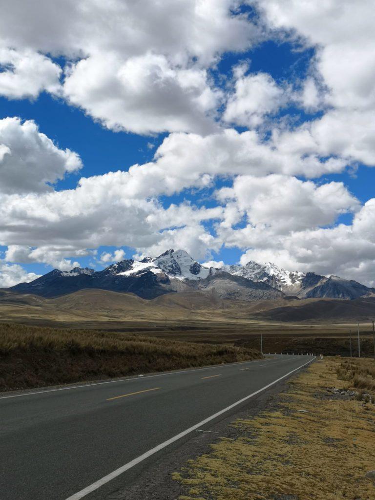 Paisaje rumbo a Huaraz desde Lima