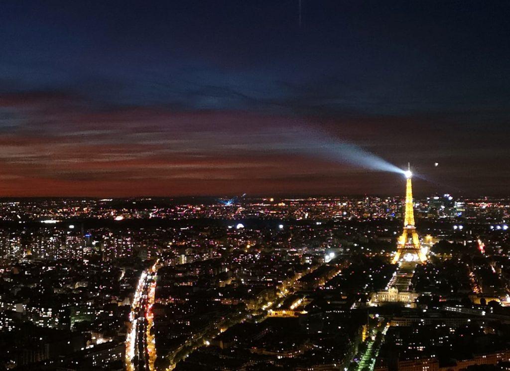 Torre Eiffel desde el Montparnasse al anochecer