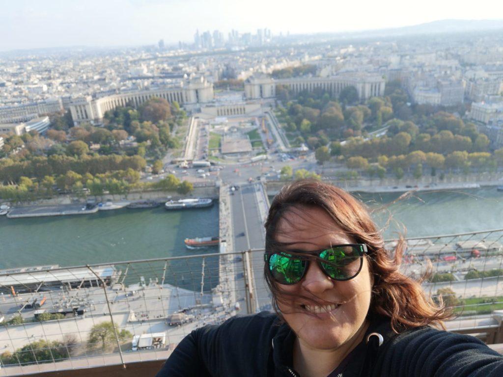 Feliz en la torre Eiffel