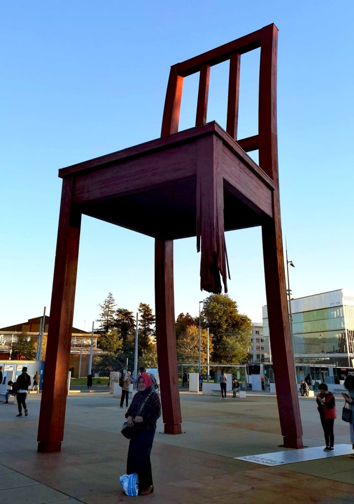 Qué hacer en Ginebra en 2 días: broken chair