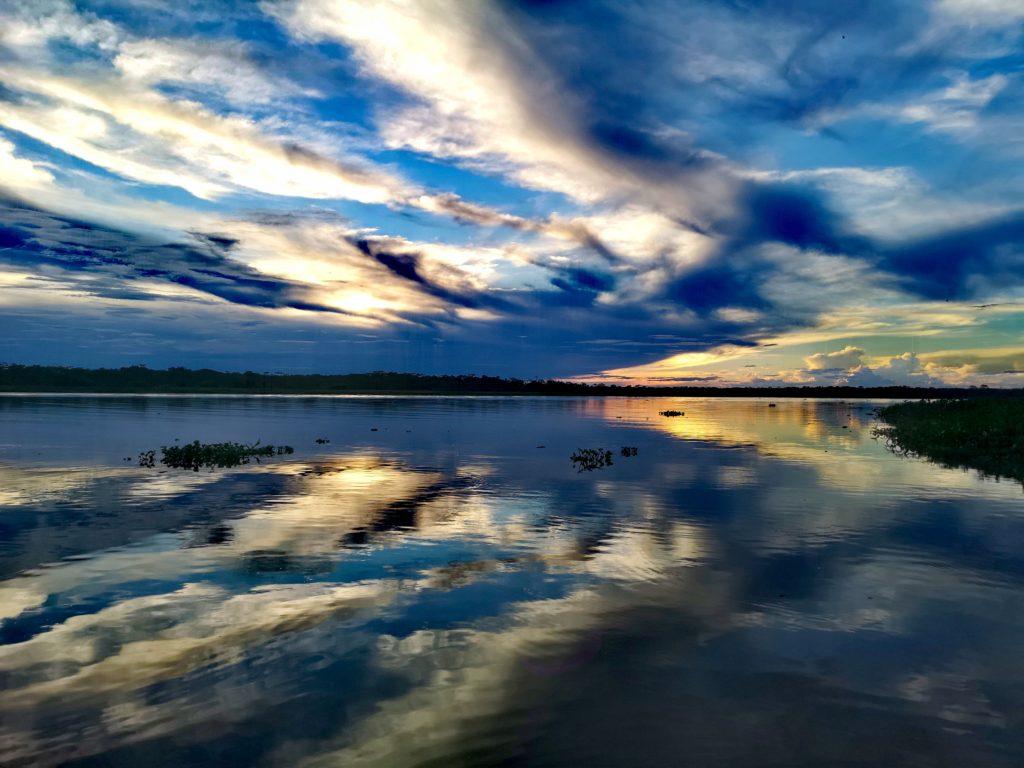 Turismo en Iquitos: atardecer en el río Amazonas