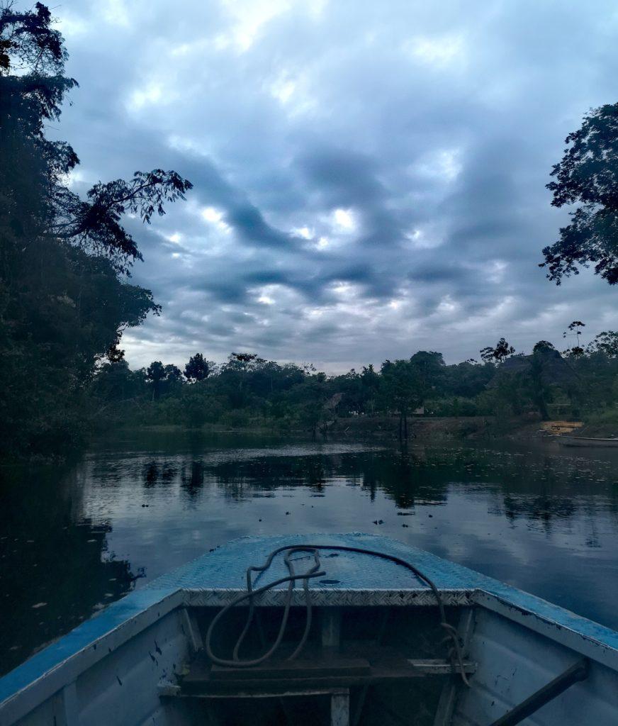 Amanecer en el río