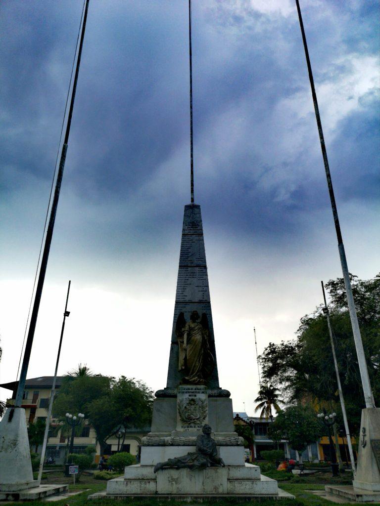 Conoce los lugares turísticos de Iquitos: obelisco de los héroes - Plaza de Armas