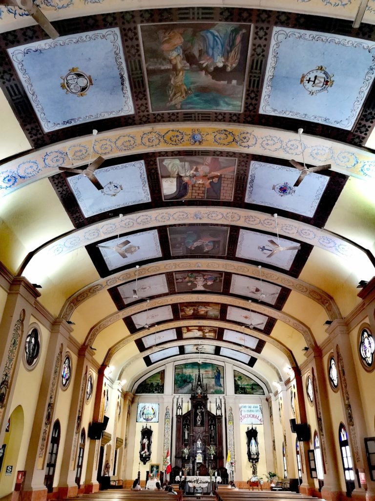 Conoce los lugares turísticos de Iquitos: iglesia matriz por dentro