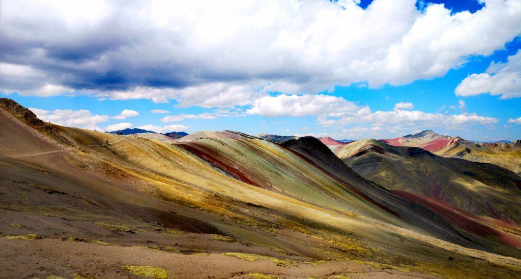 Semejanza con Vinicunca son los sedimentos minerales que les dan color
